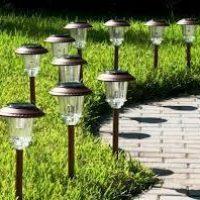Садовые фонари на солнечных батареях на даче